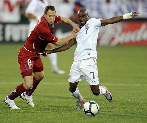 图文:热身赛美国VS捷克 比斯利带球突破