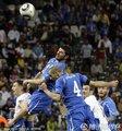 图文:意大利1-1新西兰 双方激烈拼抢