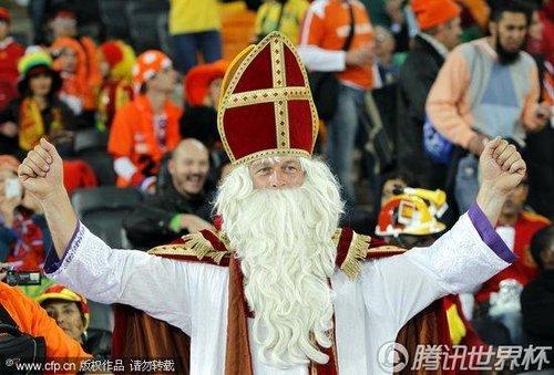 图文:荷兰VS西班牙 球迷盛装助阵_世界杯图片
