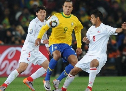巴西勇将1夜超卡卡阿德 黄衫9号直追罗尼传奇