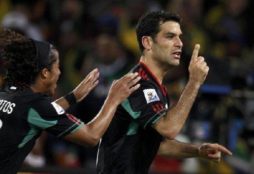 图文:揭幕战南非1-1墨西哥 马科斯霸气一指