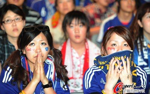 图文:世界杯女球迷的笑与泪(23)