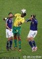 图文:日本1-0喀麦隆 伊德里苏头球攻门