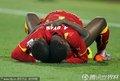 加纳队员拥抱庆祝