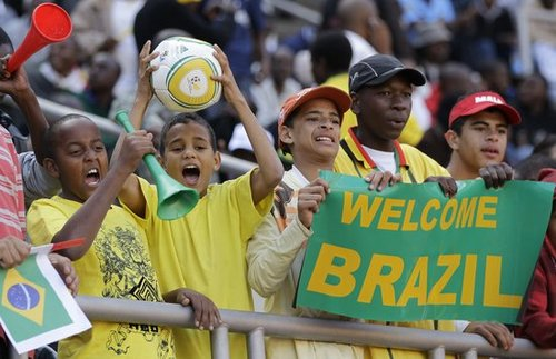 2010世界杯热身赛:巴西3-0津巴布韦