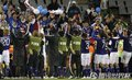 日本球员与球迷共同庆祝