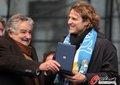 高清:乌拉圭归国巡游 金球弗兰接受国家奖章