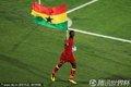 加纳队员手持国旗