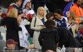 图文:法国0-0乌拉圭 法国太太团集体亮相(3)