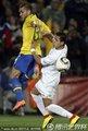 图文:巴西3-0智利 双方激烈拼抢