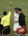 图文:意大利1-1新西兰 尼尔森吃牌
