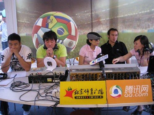(左起)杨璞、隋东亮、主持人晓丽、陶伟、主持人黄珊