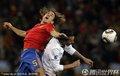 图文:西班牙1-0葡萄牙 普约尔头球争顶