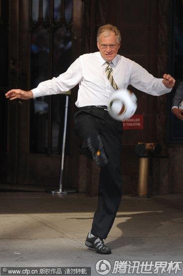 纽约:多诺万做客《大卫深夜秀》 主持大人秀球迷