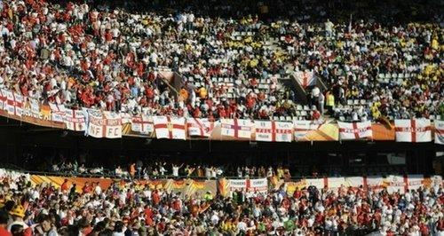 英格兰球迷的看台骂声一片