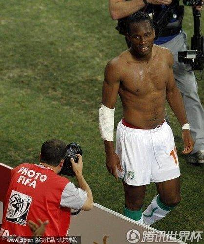 遗憾!世界级巨星离别!带伤德罗巴告别南非