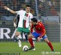 图文:西班牙1-0葡萄牙 哈维带球突破