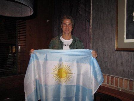 雷东多手持阿根廷国旗问候腾讯网友