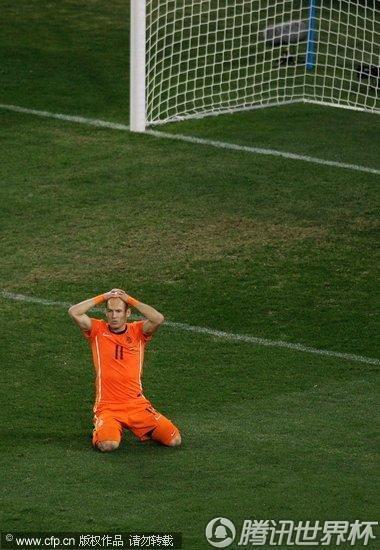 图文:荷兰VS西班牙 罗本错失良机_2010南非世界杯