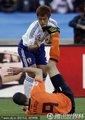 范佩西受伤倒地