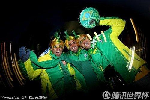 图文:巴西VS朝鲜 球迷早早赶赴球场(10)