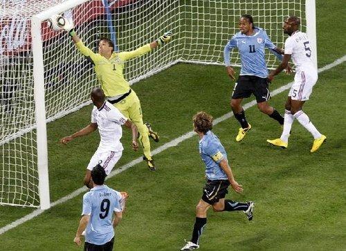 门将神勇助乌拉圭抢分 穆斯莱拉扑法国必进球