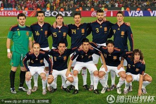 图文:智利VS西班牙 西班牙球队留影