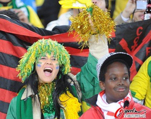 图文:世界杯女球迷的笑与泪(28)