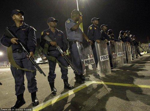 追访德班球场罢工:警察开枪伤2人 逮捕10人