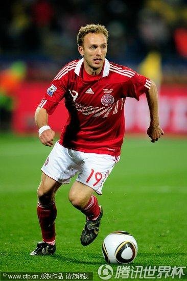2010世界杯E组末轮:丹麦1-3日本 日本晋级丹麦遭淘汰