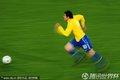 图文:巴西3-0智利 卡卡奔跑