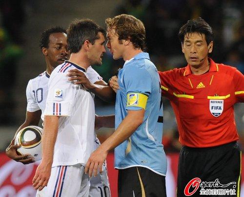 图文:法国0-0乌拉圭 图拉朗卢加诺险起冲突