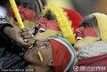 图文:加纳0-1德国 德国球迷吹响呜呜组啦