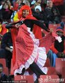 西班牙球迷翩翩起舞
