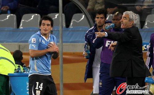 图文:A组法国0-0乌拉圭 多梅内克怒斥犯规