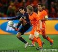 图文:荷兰0-1西班牙 佩德罗带球突破防守