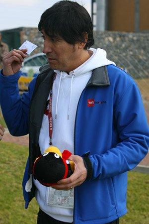 萨莫拉诺接受腾讯礼物 预言智利小组出线(图)