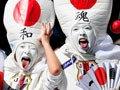 高清:日本球迷造型怪异雷人