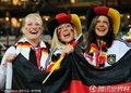 图文:加纳0-1德国 德国队美女球迷