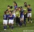 日本队员庆祝胜利