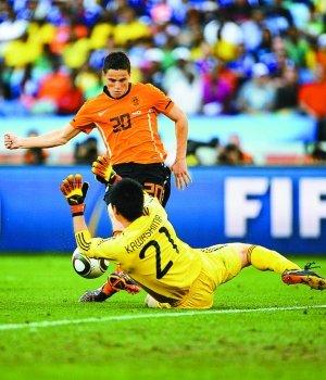 晶报:荷兰,只有球在飞翔
