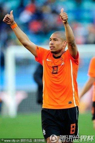 荷兰终现经典后腰 疯狗精神才是橙军最好护卫