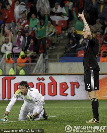 图文 乌拉圭VS德国 阎森进球扳平比分