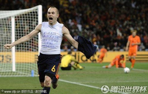 图文:荷兰0-1西班牙 伊涅斯塔脱衣庆祝_2010南