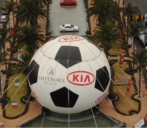 最大世界杯用球吉尼斯记录诞生 增重量1500倍