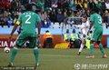 图文:希腊2-1尼日利亚 希腊队员临门一脚