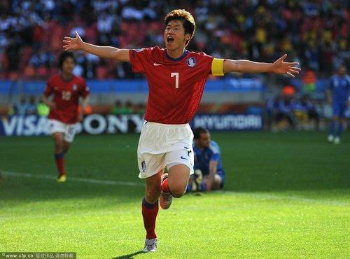 世界杯-朴智星破门韩国胜希腊 连续3届取首胜