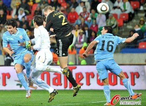 德国乌拉圭缔造进球盛宴 弗兰穆勒比肩一传奇