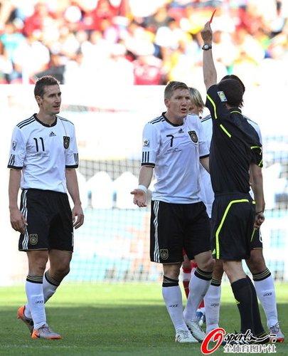 世界杯-德国罚失点球爆冷0-1 克洛泽争议红牌