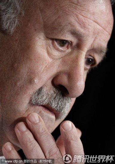 2010世界杯半决赛前瞻:西班牙队发布会 主教练博斯克神情严肃